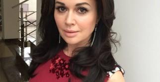 Героиня телесериала «Моя любимая няня» Анастасия Заворотнюк не находилась в коме, репортер раскрывает всю правду
