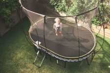 Прыжки на батуте: чем полезны для детей и взрослых, возможные противопоказания