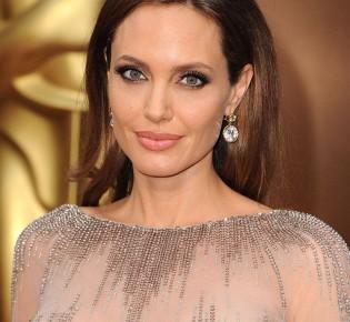 В чем шарм Анджелины Джоли: когда простота на пользу