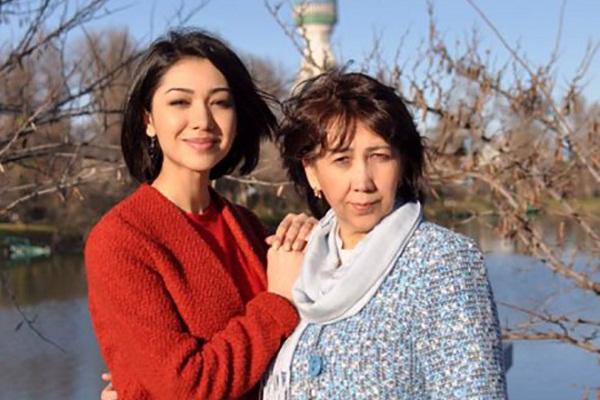 Дильбар Файзиева со своей мамой