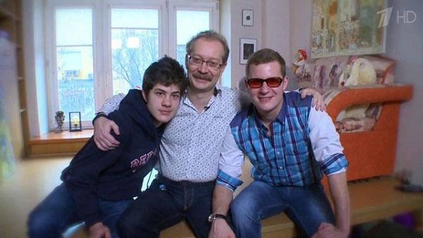 Андрей Продеус с сыновьями. Фото https://www.1tv.ru/