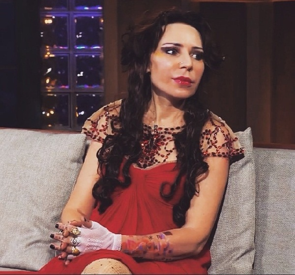 Жанна Агузарова кадр из передачи «Вечерний Ургант»