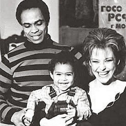 Ирина Понаровская с мужем и сыном