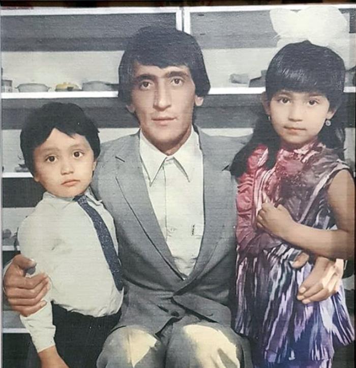 Райхон в детстве с братом и папой