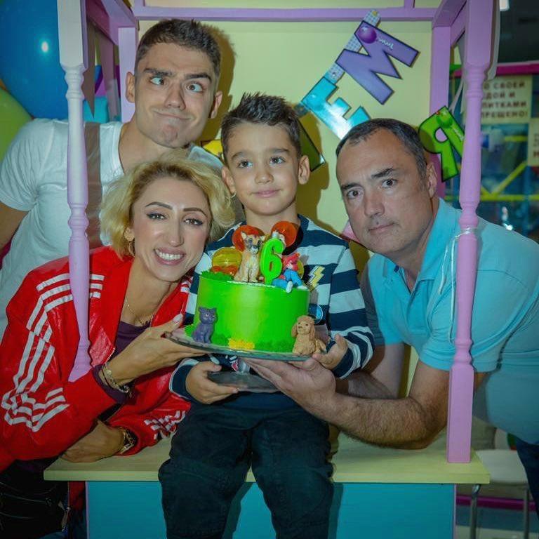 Лилия Абрамова с мужем и детьми