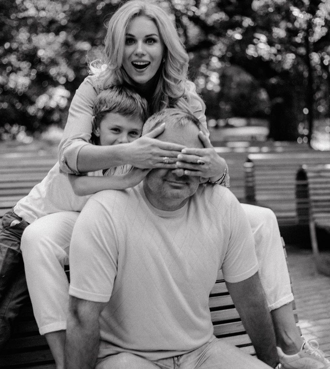 Алина Засобина с мужем и сыном