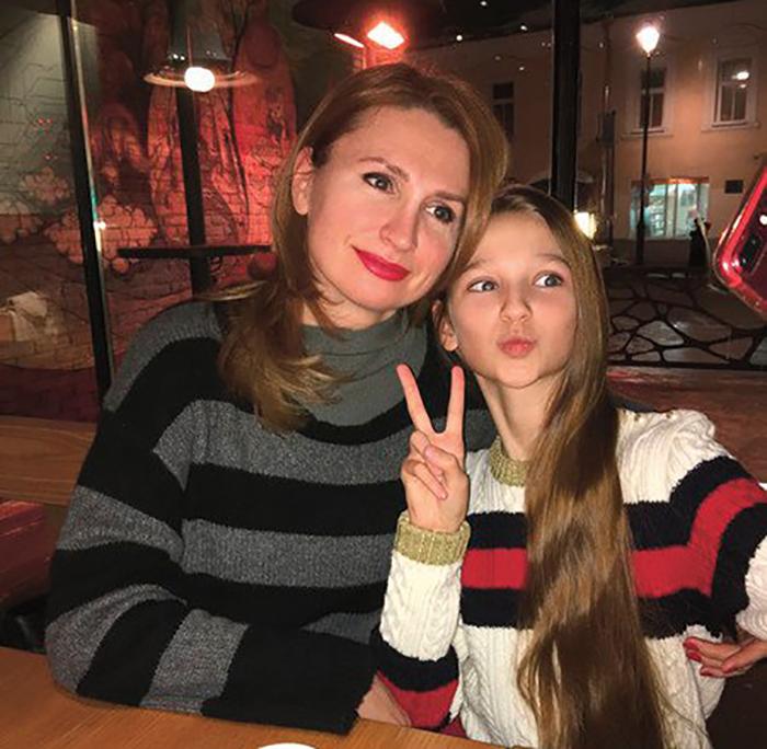 Лиза Анохина с мамой