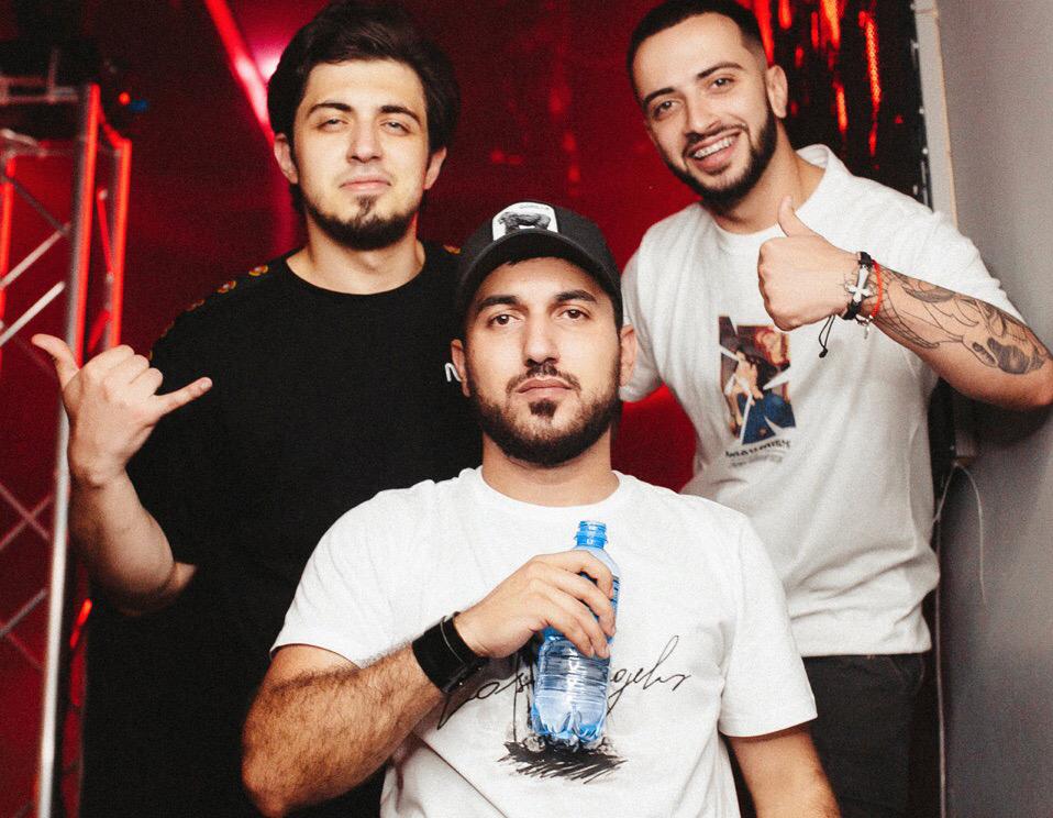Гидаят Аббасов с друзьями