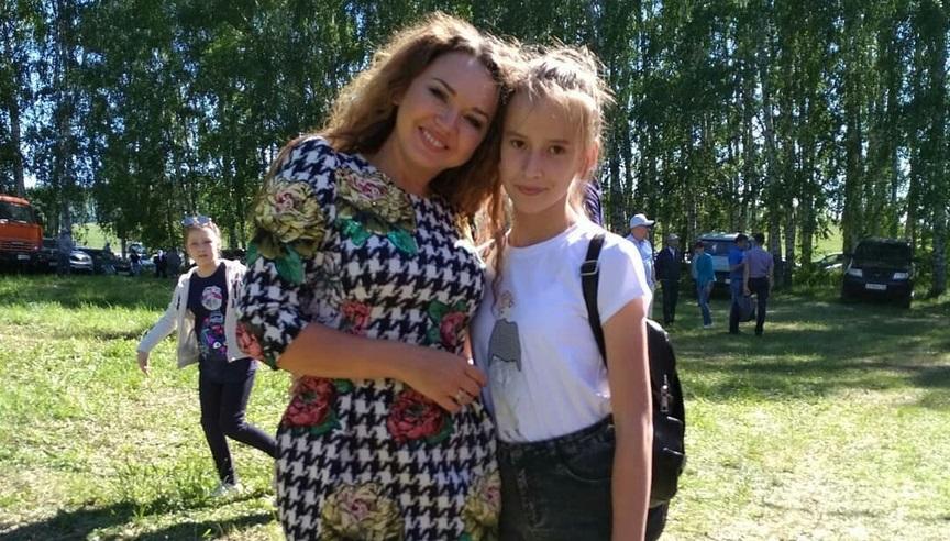 Айгуль с дочерью