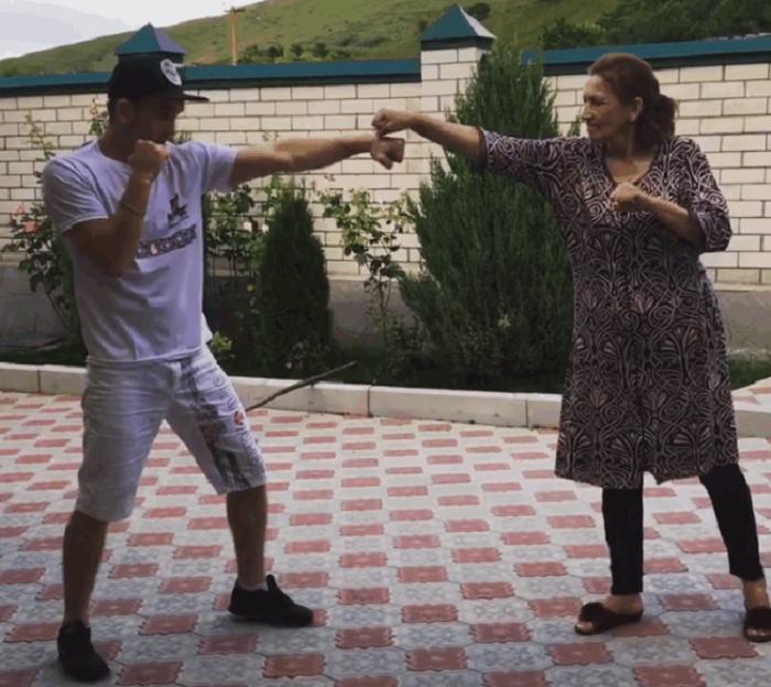 Эльдар Агачев с мамой