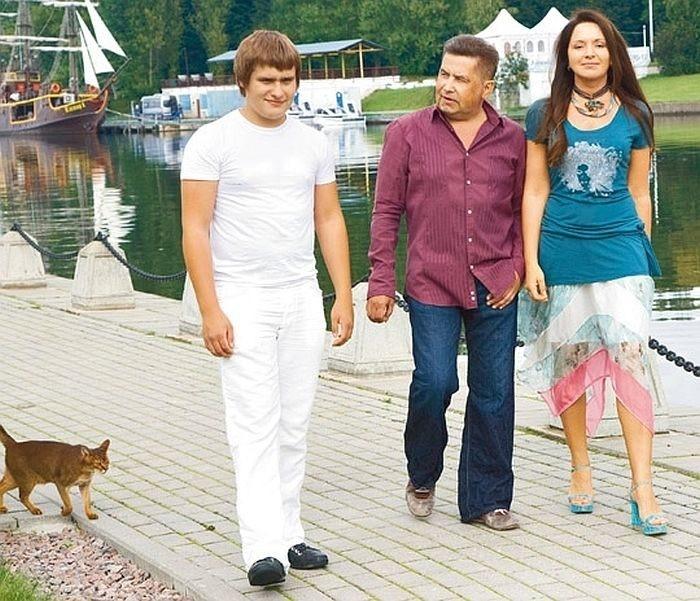 Николай Расторгуев создатель и лидер известной группы «Любэ» и его две семьи
