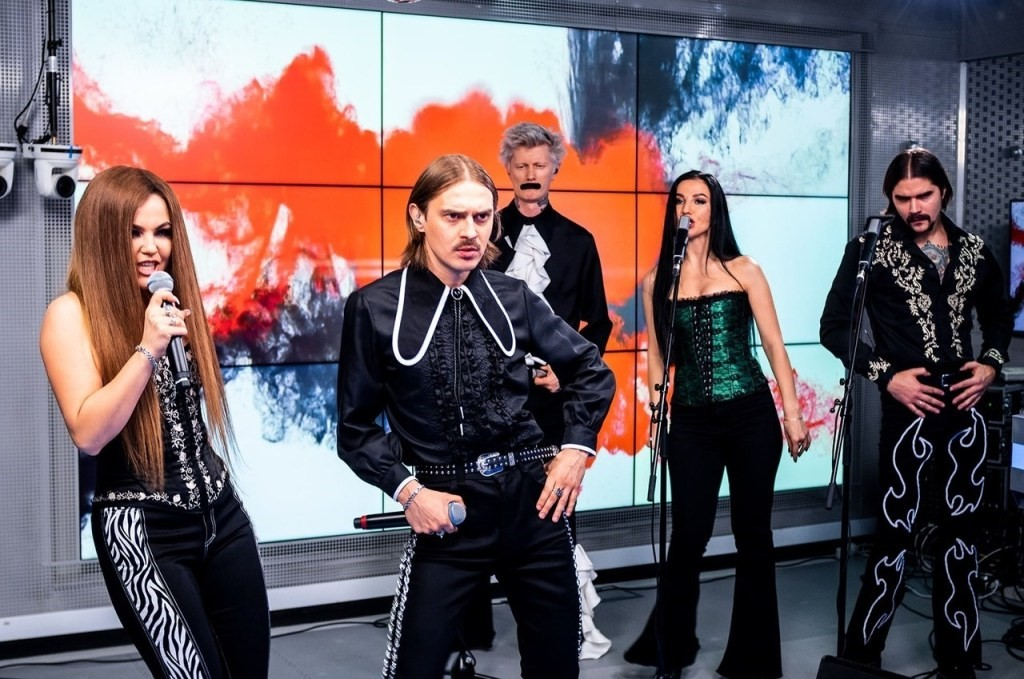 В чем смысл музыкального хита Uno российской группы Little Big