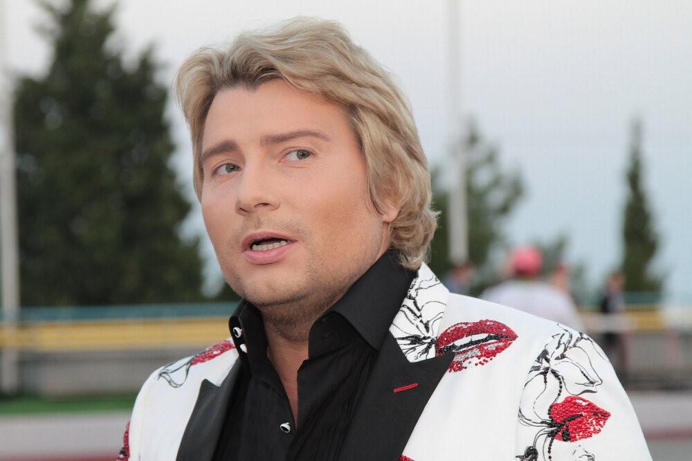 Почтенные знаменитости России, которые пытаются оставаться тренде