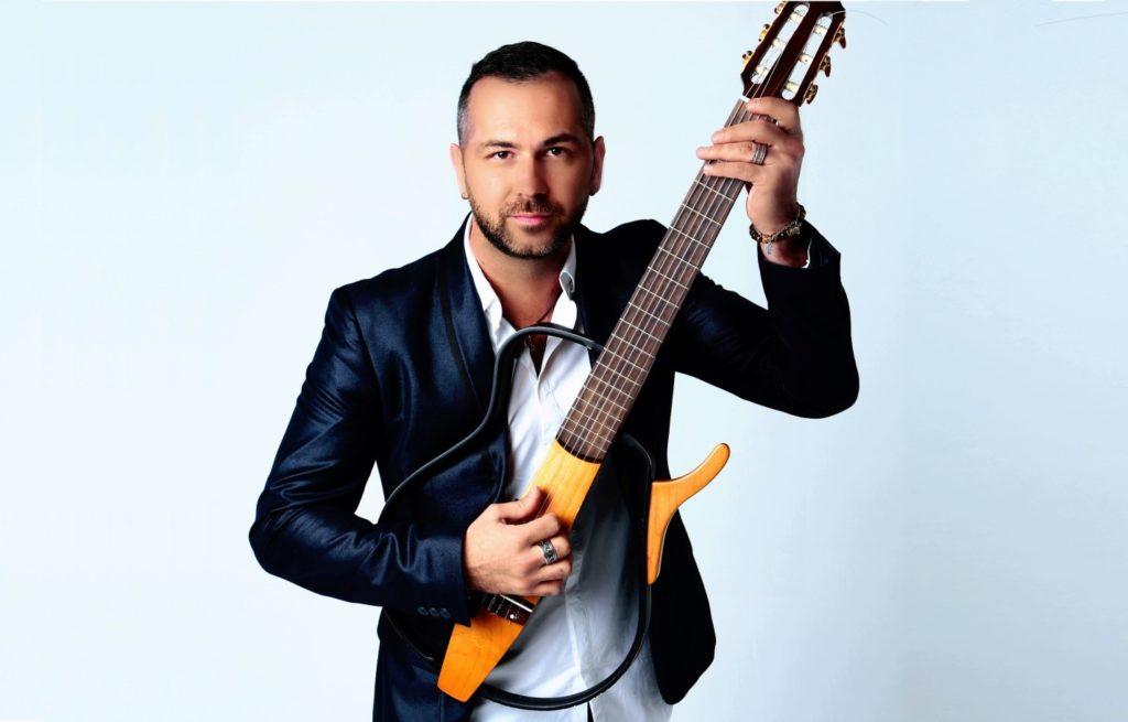 «Нет никакой поддержки»: уволенный гитарист рассказал об обмане Стаса Михайлова